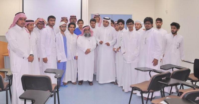 طلاب بيشة يزورون مستشفى