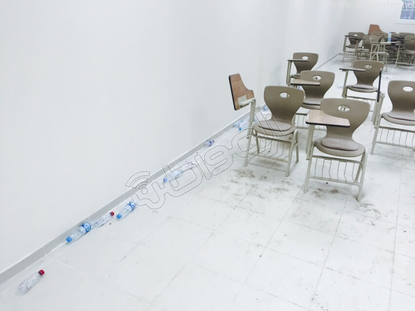 طلاب جامعة-الطائف دراسة وسط الأتربة والقاذورات (4)