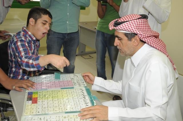 طلاب-عبدالعزيز-بن-عمير-يشرحون-مقترحات-لوزير-التعليم 1