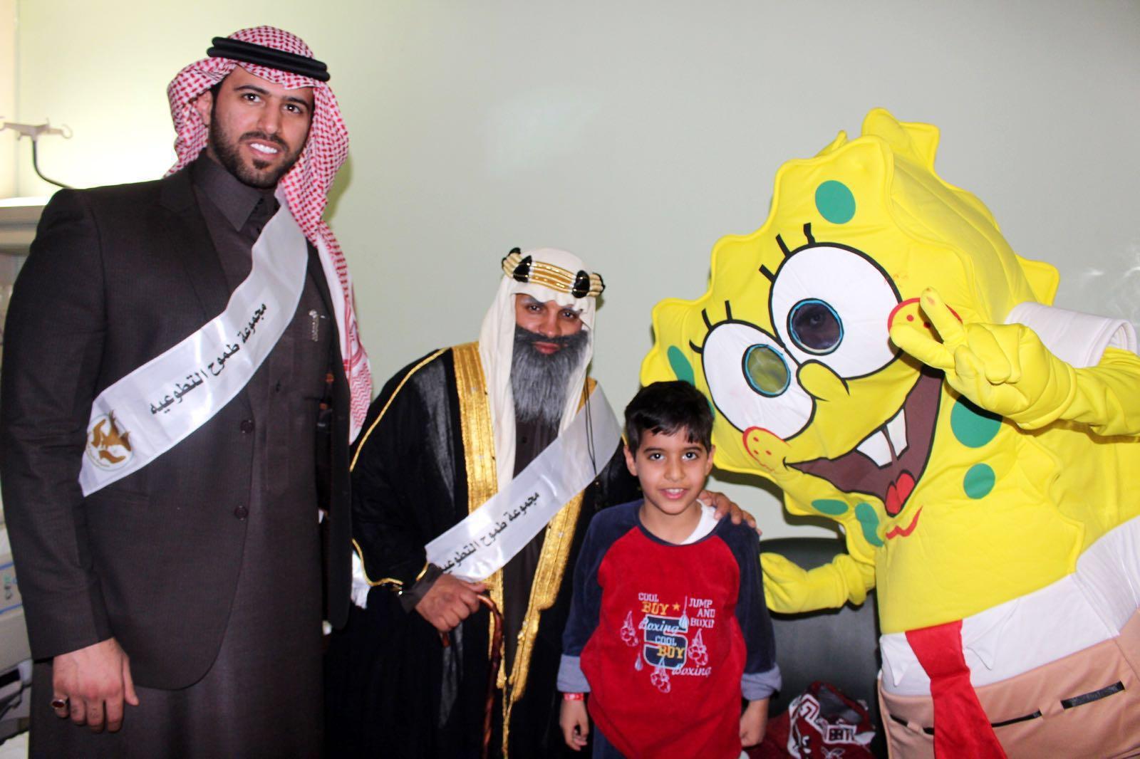طموح التطوعية تزور مرضى السرطان بمدينة الملك فهد الطبية (3)