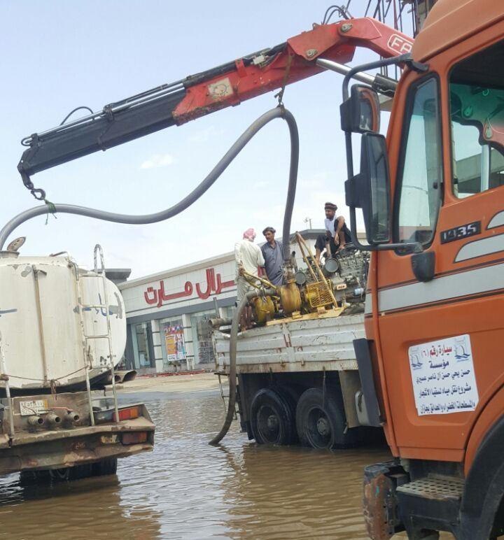 طوارئ في جازان لمواجهة تداعيات الأمطار الغامرة (2)