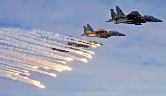 طيران التحالف يدك معسكر باجل في الحديدة ويقتل 180 حوثيًّا