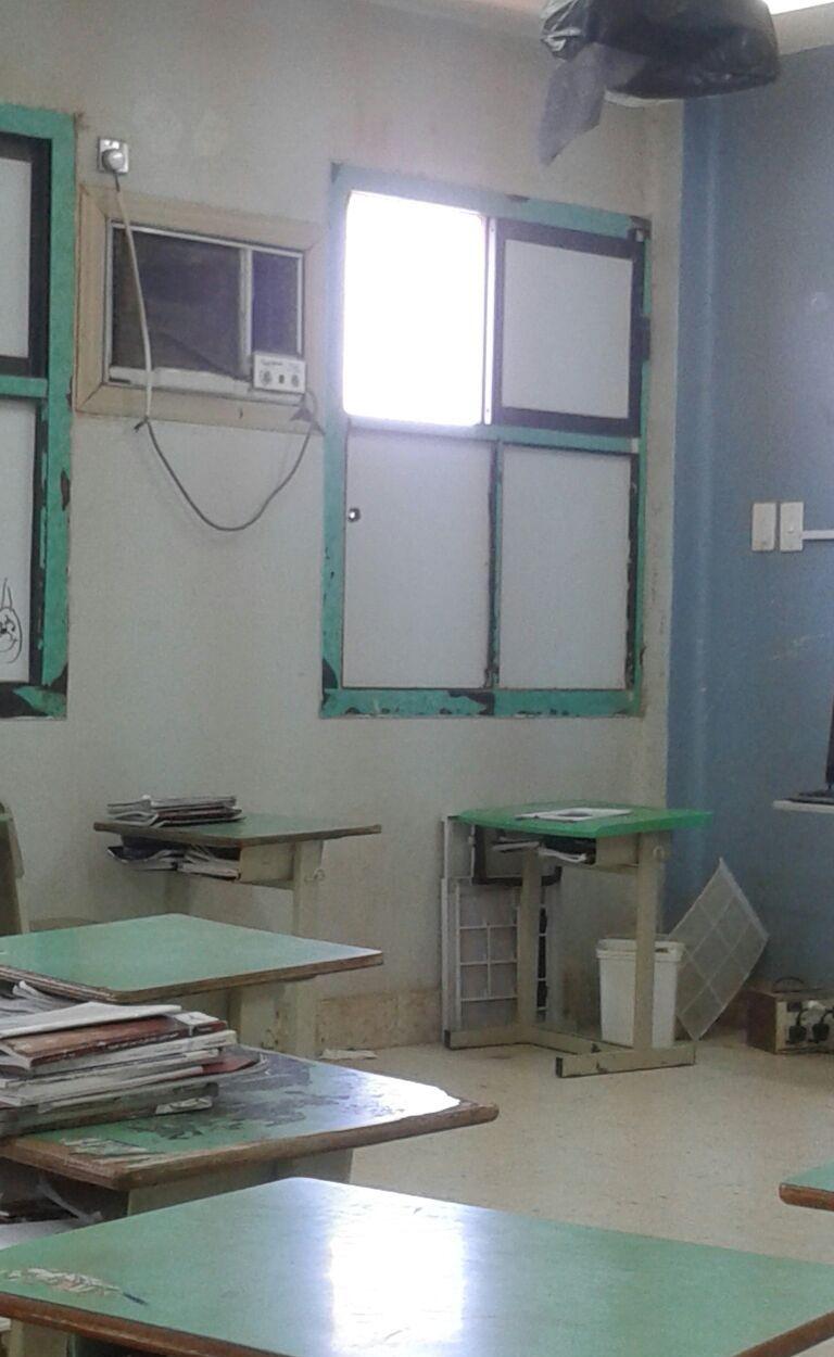 طَلْق ناري يخترق نافذة مدرسة بهروب جازان (1)