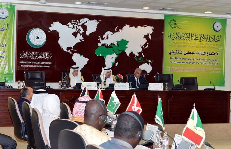 عادل الطريفي خلال ترؤسه الاجتماع الثالث للمجلس التنفيذي لإتحاد الإذاعات الإسلامية 1