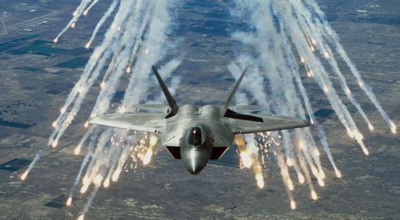 طائرات التحالف تدمر مقرات ومعسكرات لقيادات الحوثي - المواطن