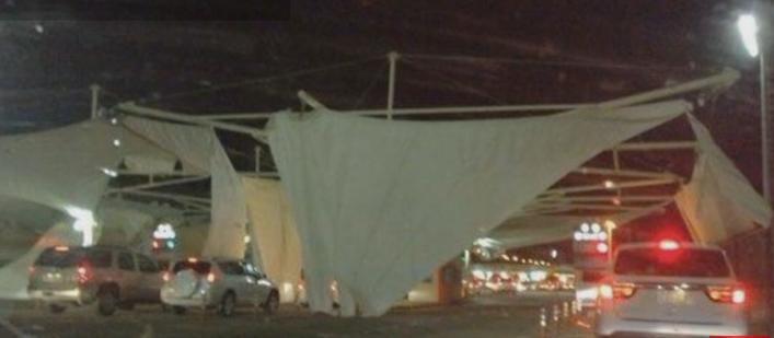 عاصفة هوائية تطيح بمظلات جسر الملك فهد بالشرقية