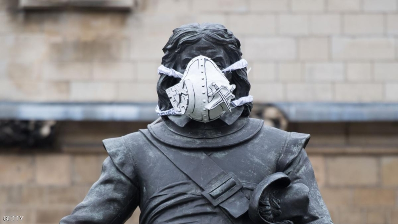 A breathing mask is fixed to a statue of Oliver Cromwell outside the Houses of Parliament in central London on 18 April 2016.  The stunt was part of a series that were carried out across the capital by Environmental protest group Greenpeace to add masks to famous statues in a bid to highlight air pollution in the capital. / AFP / LEON NEAL        (Photo credit should read LEON NEAL/AFP/Getty Images)