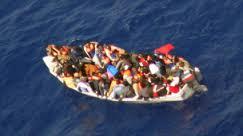 إنقاذ 230 مهاجرًا غير شرعي قبالة سواحل ليبيا