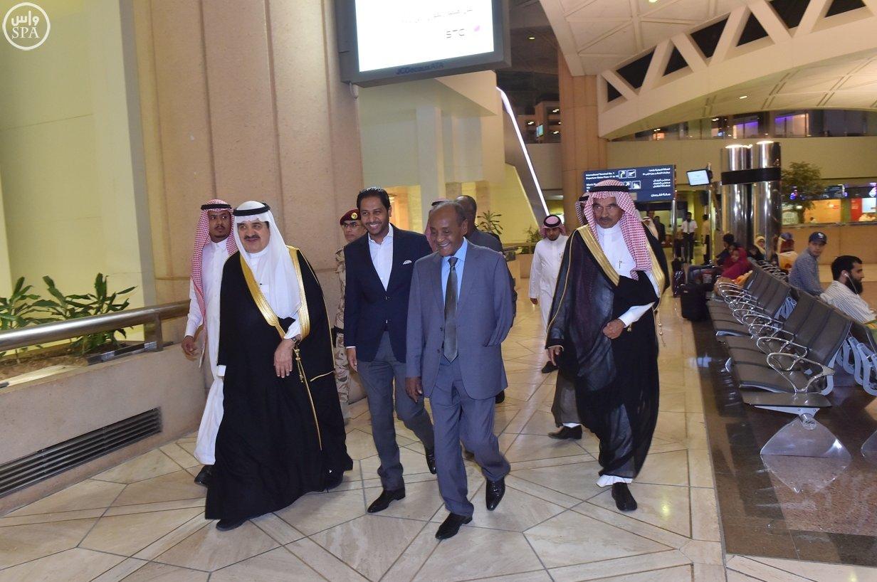 عبدالرحمن بن علي الربيعان يستقبل وزير الداخلية الجيبوتي حسن عمر محمد (2)