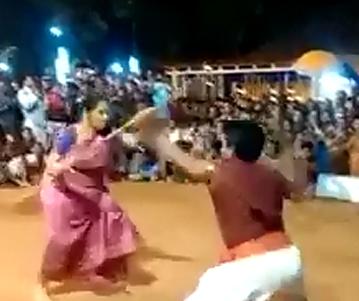 عجوز تقاتل رجلًا في نصف عمرها
