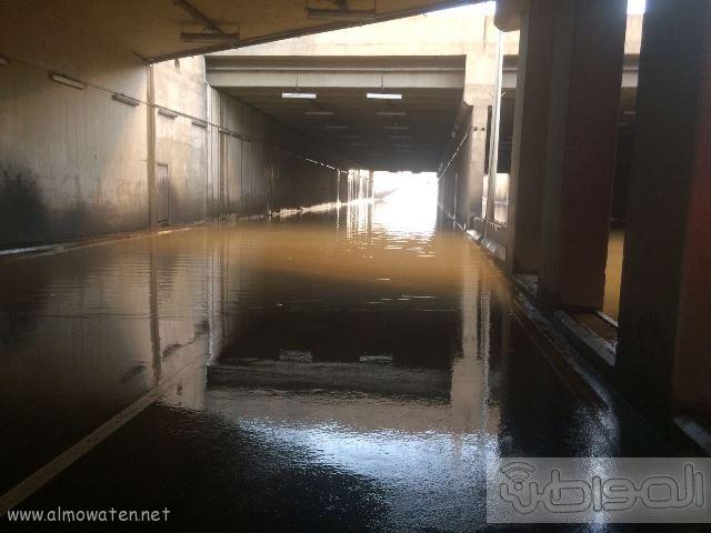 عدسة المواطن ترصد إغلاق نفق الغروي في #خميس_مشيط بسبب الأمطار (7)