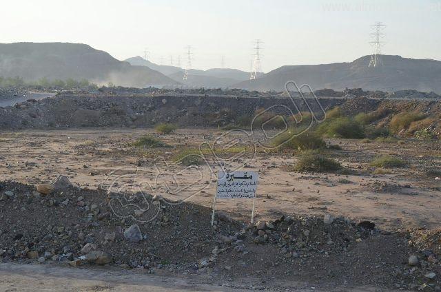 عدسة المواطن ترصد مقبرة بلا سور على طريق  جدة و مكة المكرمة (3)