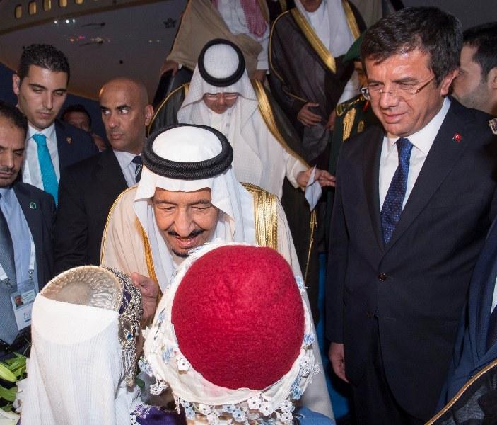 عدسة #بندر_الجلعود ترصد وصول #الملك_سلمان إلى #أنطاليا التركية (6)