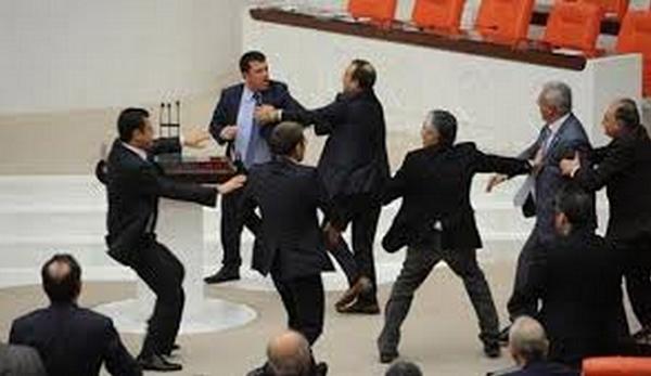عراك البرلمان التركي