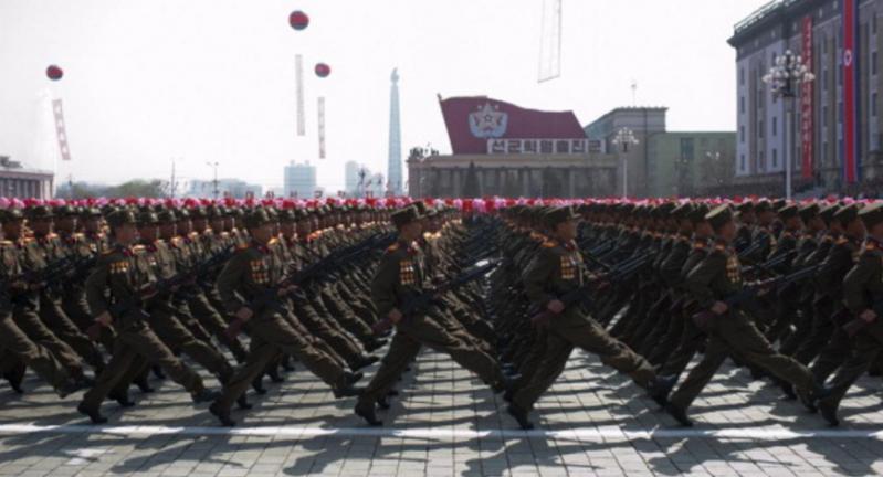 عرض عسكري ضخم في كوريا الشمالية.jpg 2