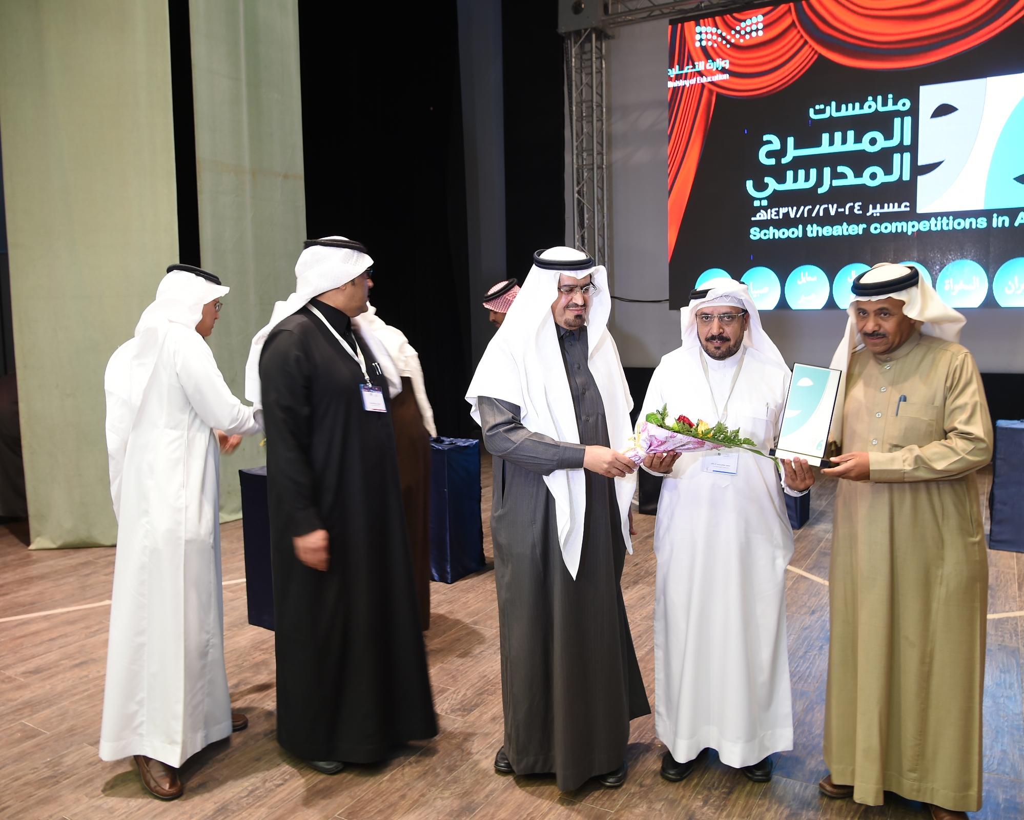 عروض مسرحية في انطلاق مهرجان المسرح المدرسي بعسير (6)