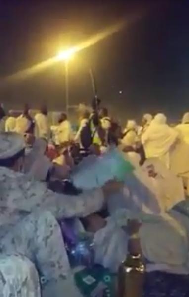 شاهد.. حاج مصري يوثق موقفاً إنسانياً لأحد أفراد #الحرس_الوطني - المواطن