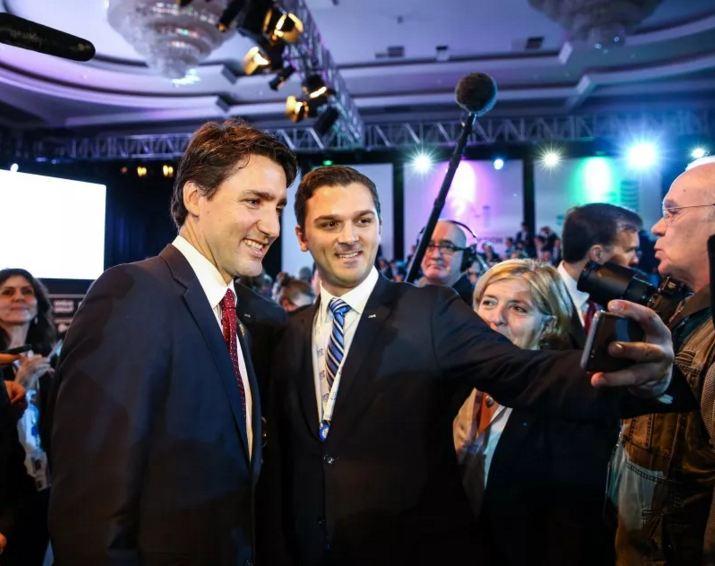 عشاق-السيلفي-يحاصرون-وزراء-كندا-بقمة-العشرين (2)