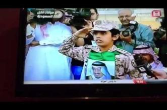 شاهد.. عفوية وتفاعل متعب بن عبدالله مع طلب الطفل السميري - المواطن