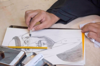 بالصور.. حِرف يدوية ومَعارض وفنون شعبية تجذب زوار سوق عكاظ - المواطن