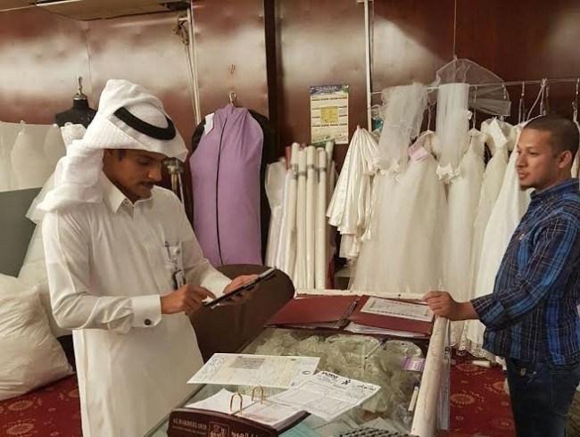 عمل الرياض يضبط 22 مخالفة لنظام العمل والقرارات تأنيث المستلزمات النسائية