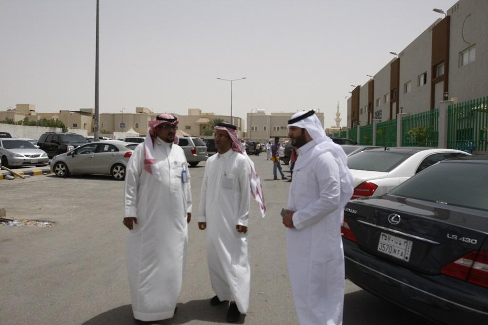 عمل الرياض يفاجئ المخالفين المجاورين لمقره ويزيل جميع الأكشاك والمكاتب المؤقتة (2)