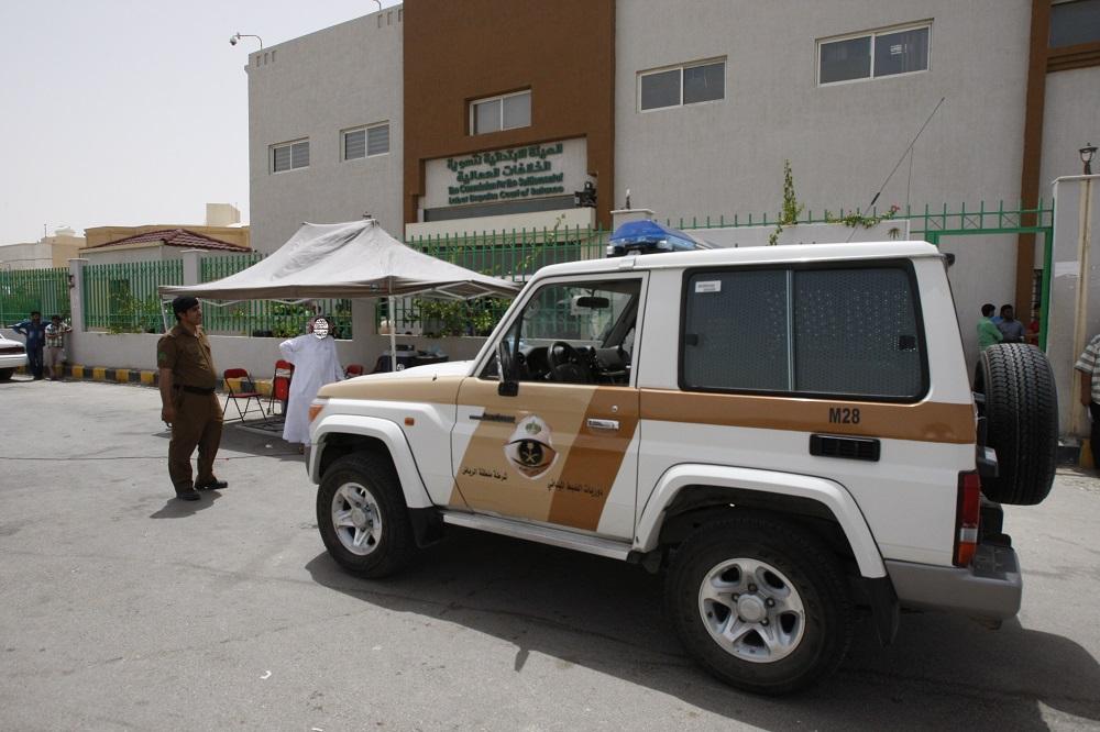 عمل الرياض يفاجئ المخالفين المجاورين لمقره ويزيل جميع الأكشاك والمكاتب المؤقتة (5)