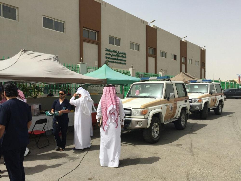 عمل الرياض يفاجئ المخالفين المجاورين لمقره ويزيل جميع الأكشاك والمكاتب المؤقتة (8)
