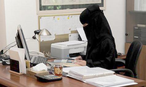 """الوزير الغفيص يؤكد انفراد """"المواطن"""": توظيف النساء بلا شروط أو تمييز في الأجور - المواطن"""