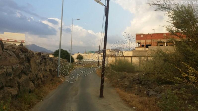عمودين-كهرباء-يقتصان-شارع-بالمجاردة (6)