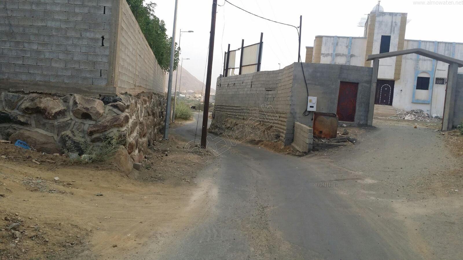 عمودين-كهرباء-يقتصان-شارع-بالمجاردة (7)