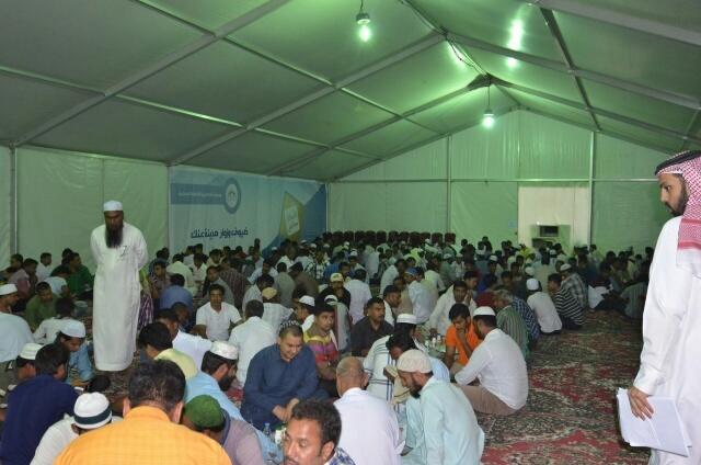 بالصور .. 700 شخص بمخيم إفطار عنك - المواطن