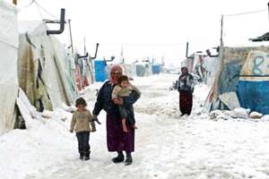 عواصف-ثلجية-بخيم-اللاجئين-بلبنان (2)