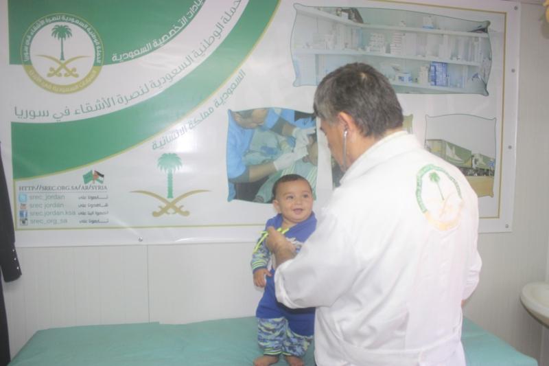 عيادات تخصصية تعالج لاجئين سوريين (1)
