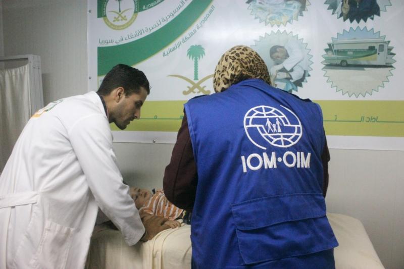 عيادات تخصصية تعالج لاجئين سوريين (4)