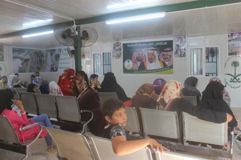 عيادات تخصصية تعالج لاجئين سوريين (5)