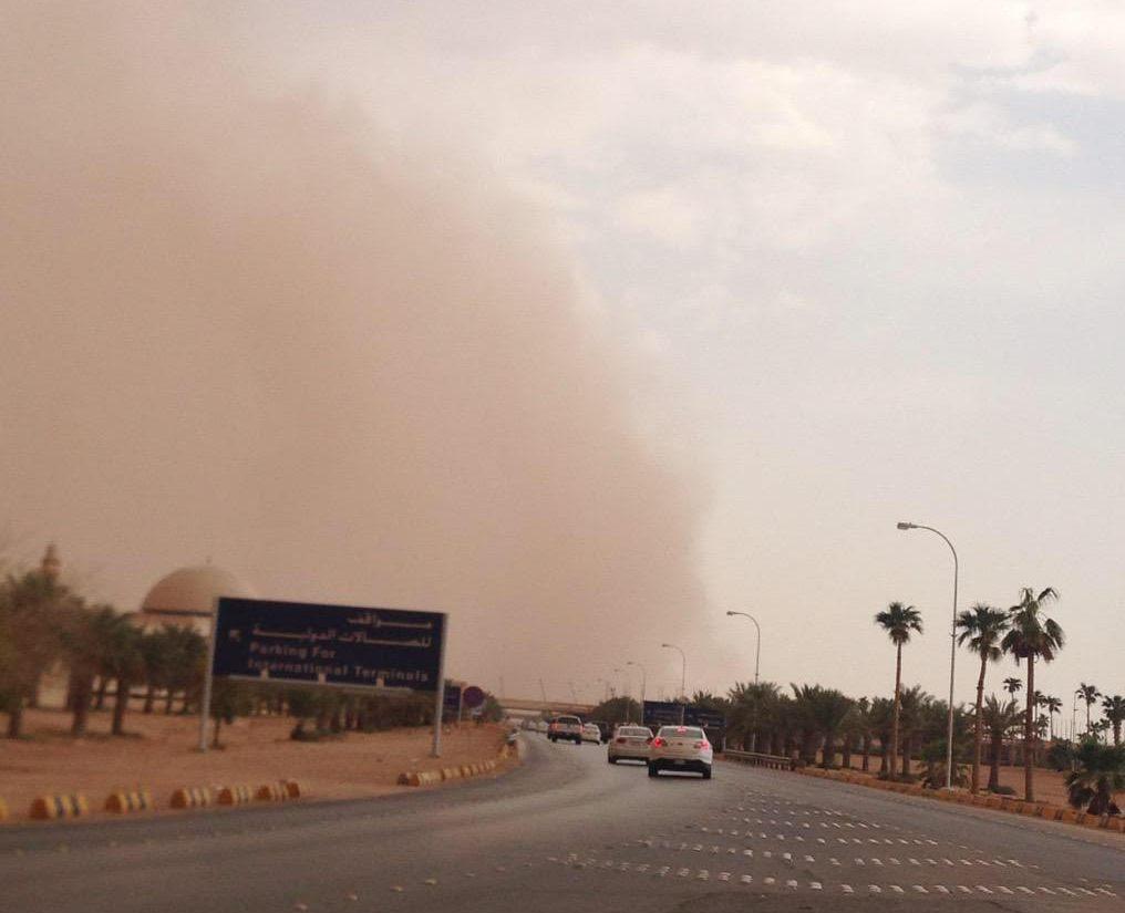 الآن .. موجة غبار تداهم الرياض وتحجب الرؤية الأفقية - المواطن