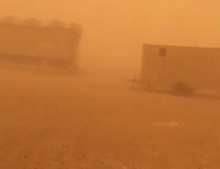 غبار يعيق الرؤية وسحب رعدية ممطرة على هذه المناطق غد ا