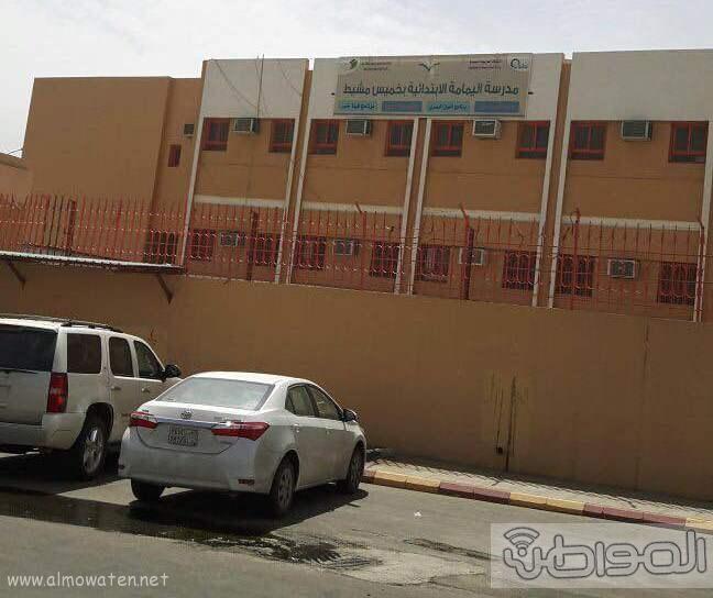 غرفة صرف صحي تهدد منسوبي وطلاب مدرسة اليمامة بخميس مشيط (1)