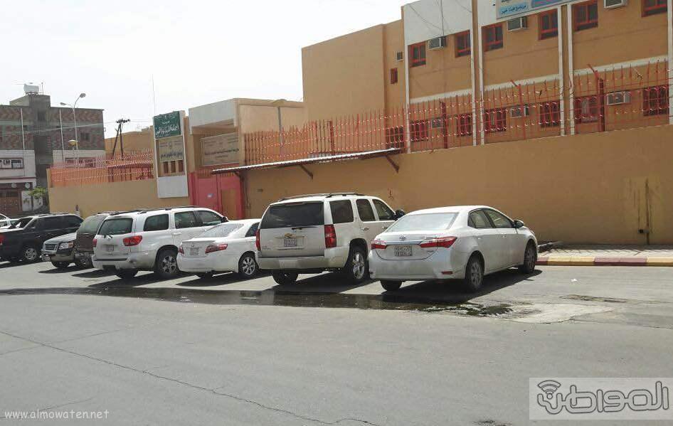 غرفة صرف صحي تهدد منسوبي وطلاب مدرسة اليمامة بخميس مشيط (2)