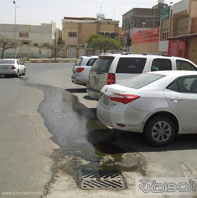 غرفة صرف صحي تهدد منسوبي وطلاب مدرسة اليمامة بخميس مشيط (4)