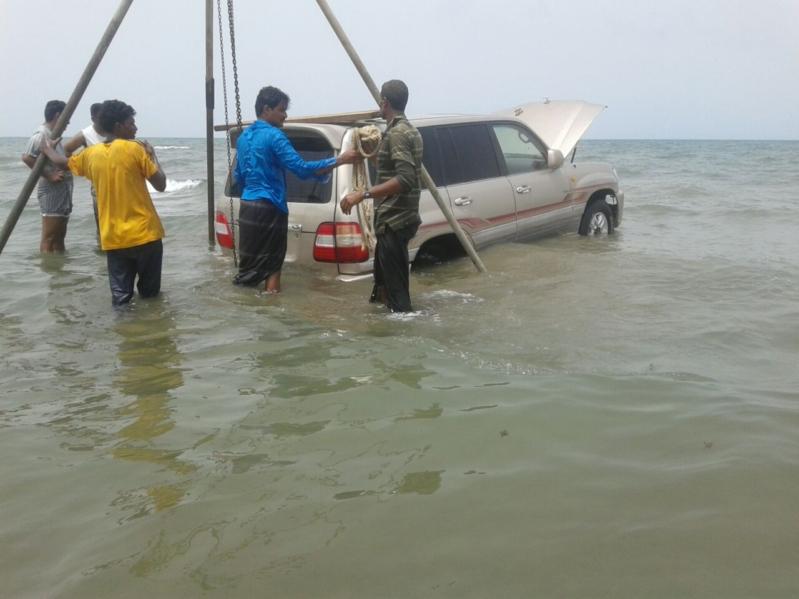 غرق مركبة بداخل البحر في سهي صامطة (5)