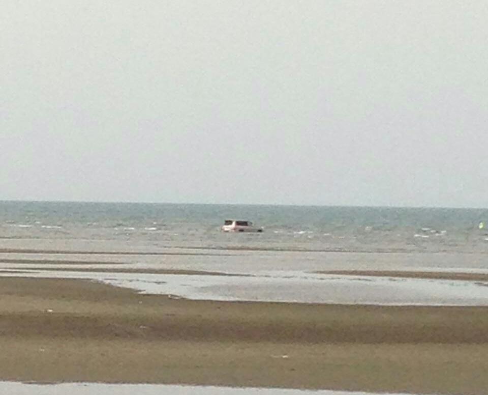 غرق مركبة بداخل البحر في سهي صامطة (7)