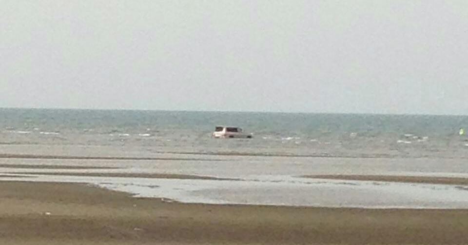 غرق مركبة بداخل البحر في سهي صامطة (8)