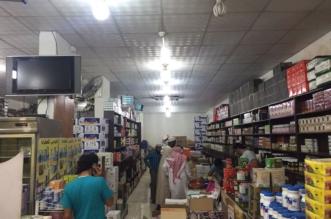 """بالصور.. إغلاق محل عطارة ومستودع في الرياض بسبب خلطات """"مجهولة"""" - المواطن"""