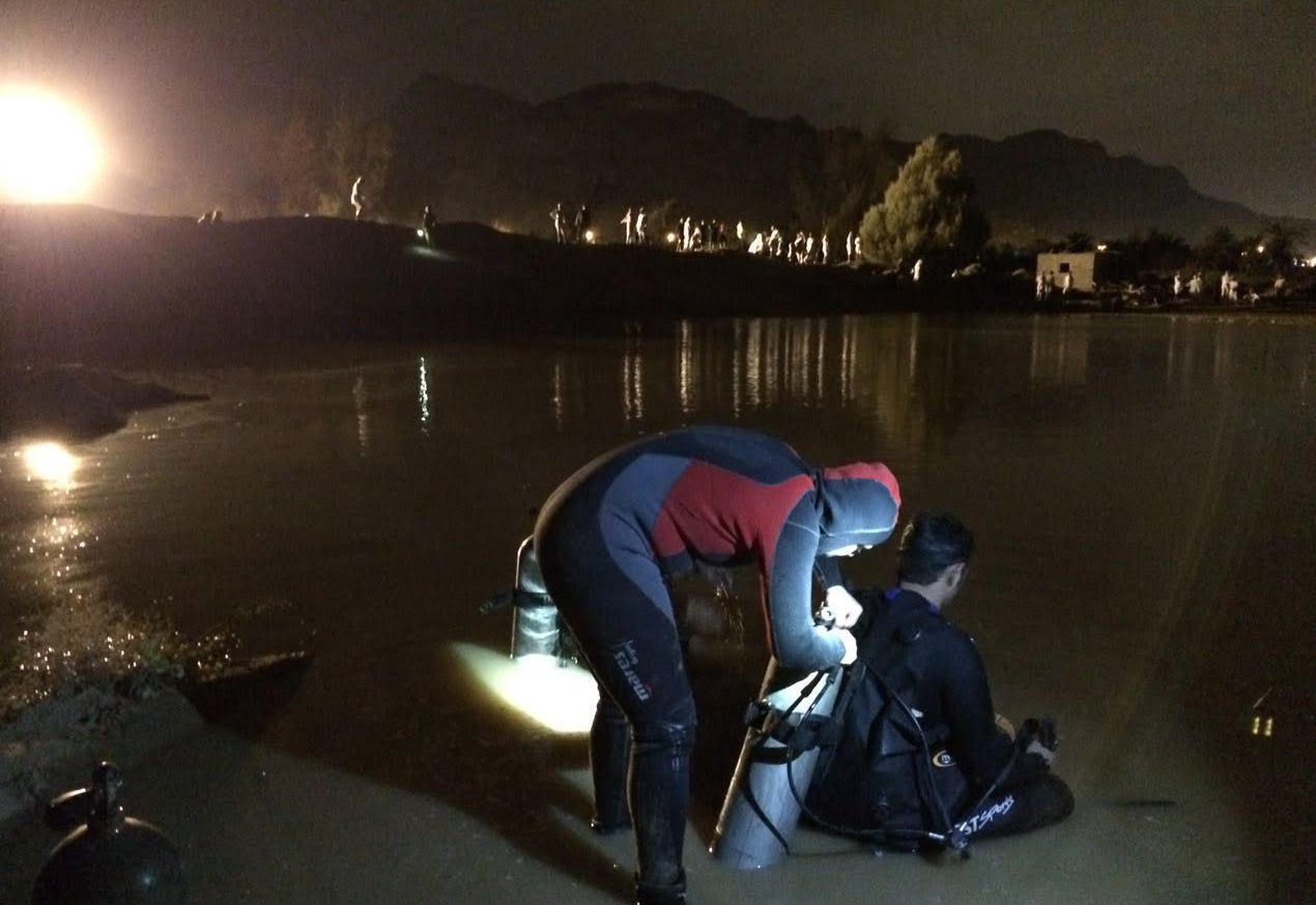 غواصوا مدني نجران يعثرون على جثة الشاب المفقود داخل حفرة ميا (2)