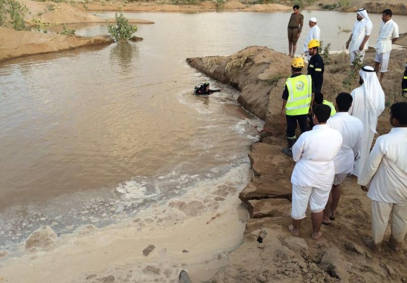غواصوا مدني نجران يعثرون على جثة الشاب المفقود داخل حفرة ميا (4)