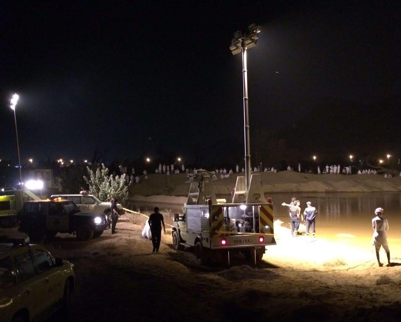 غواصوا مدني نجران يعثرون على جثة الشاب المفقود داخل حفرة ميا (5)