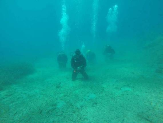 غواصون أتراك يصلون الجنازة في قاع بحر إيجه (2)