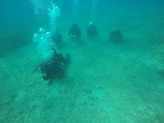 غواصون أتراك يصلون الجنازة في قاع بحر إيجه (3)